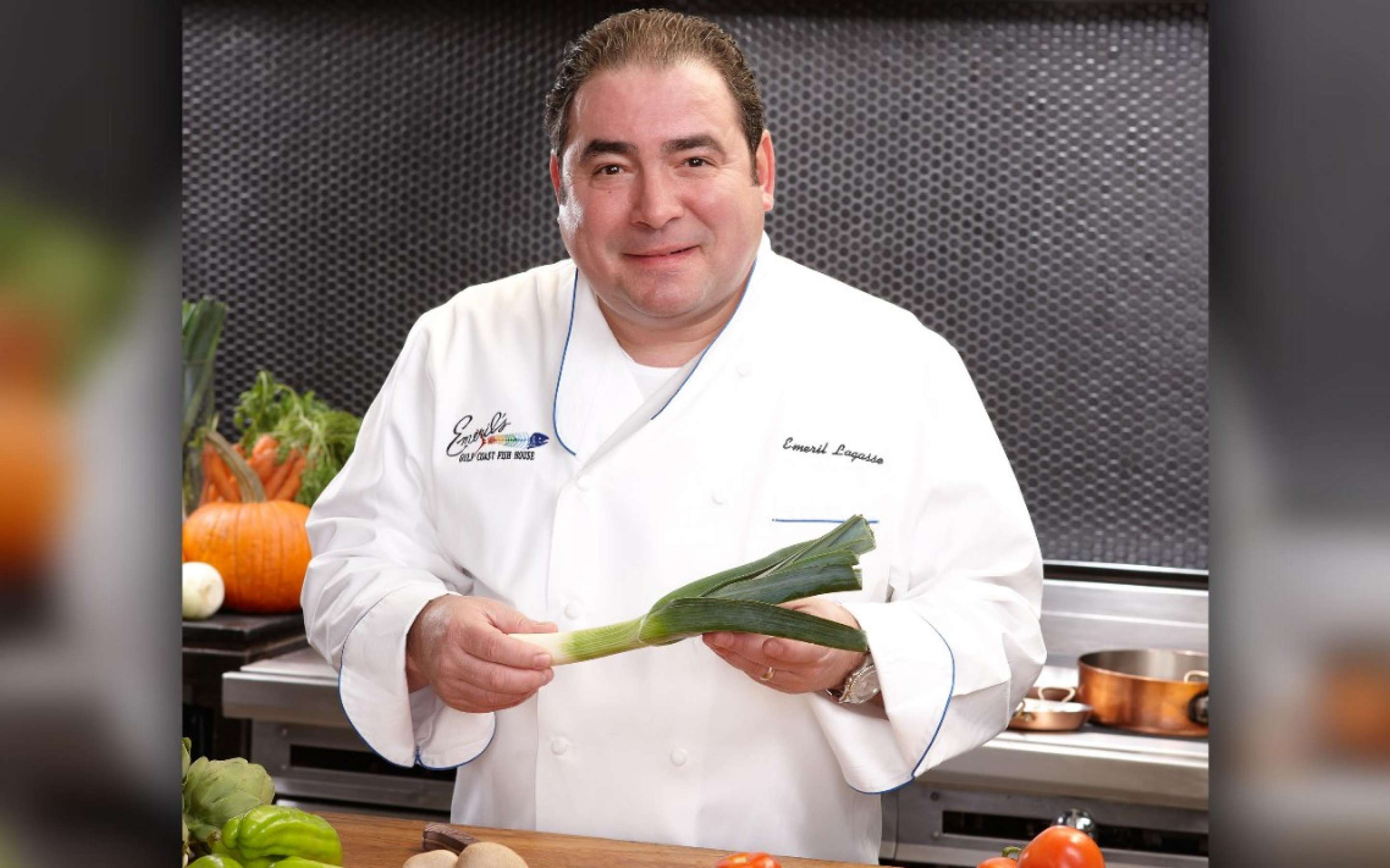 mgm-grand-restaurant-emerils-chef-emeril-lagasse-lifestyle-kitchen-vegetables-@2x.jpg.image.2880.1800.high